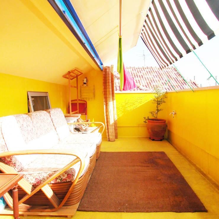 ミモザの木から発想した家: ユミラ建築設計室が手掛けたテラス・ベランダです。