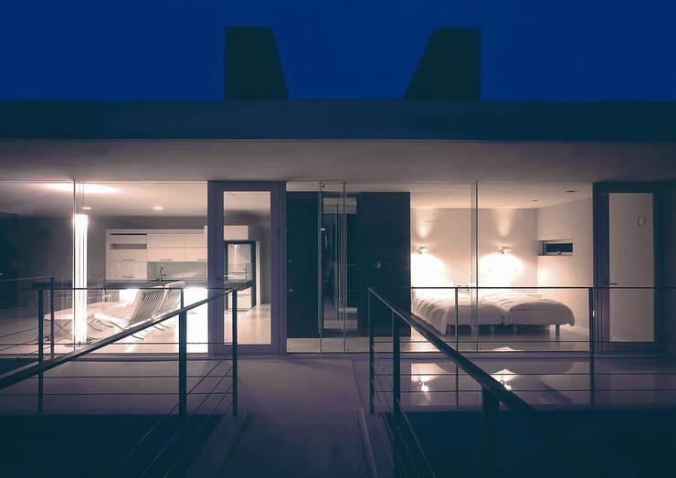中山の住宅: アトリエ環 建築設計事務所が手掛けたベランダです。