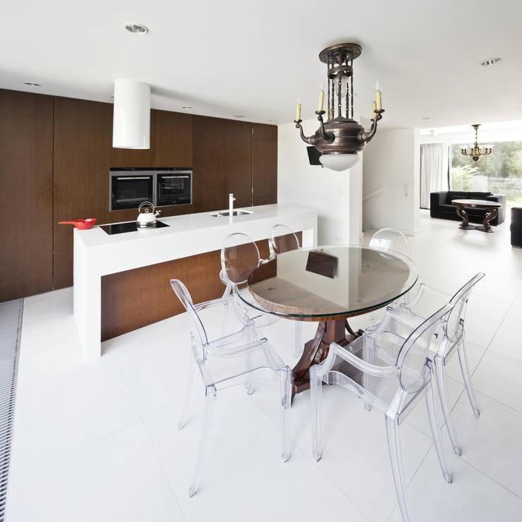 PERFORATED HOUSE INTERIOR: styl , w kategorii Jadalnia zaprojektowany przez KLUJ ARCHITEKCI