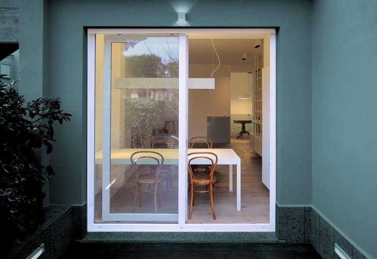 CAS/AL/PALOCCO [2012]: Terrazza in stile  di na3 - studio di architettura