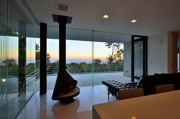 霧島の別荘: アトリエ環 建築設計事務所が手掛けたリビングです。