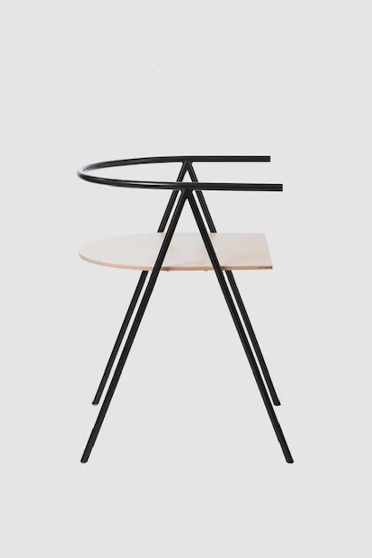 #A1chair: styl , w kategorii Domowe biuro i gabinet zaprojektowany przez LATKO+SMOLARCZYK