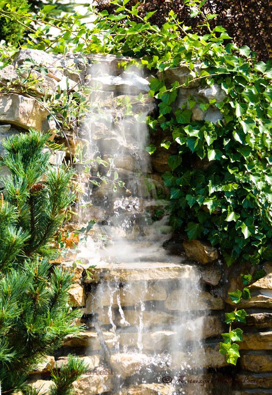Kamienna kaskada : styl , w kategorii Ogród zaprojektowany przez Centrum ogrodnicze Ogrody ResGal