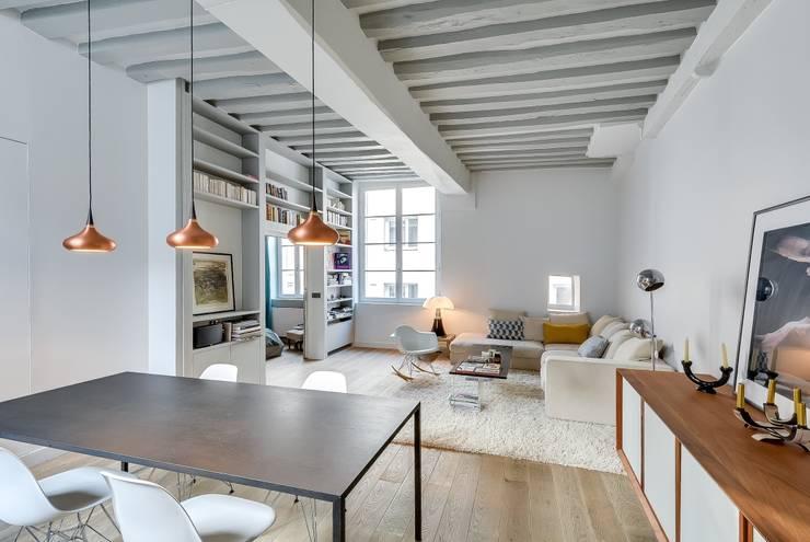 Appartement Paris: Salle à manger de style  par Meero