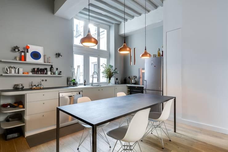 Appartement Paris: Salle à manger de style de style Industriel par Meero