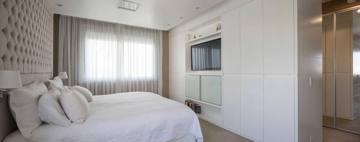 NRT | Dormitório Casal: Quartos  por Kali Arquitetura