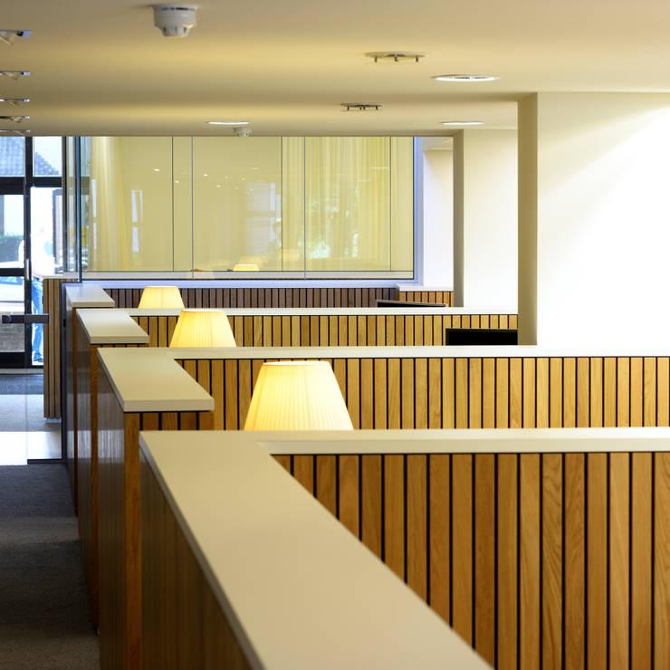 overzicht half-open bespreekplekken:  Kantoorgebouwen door Burobas