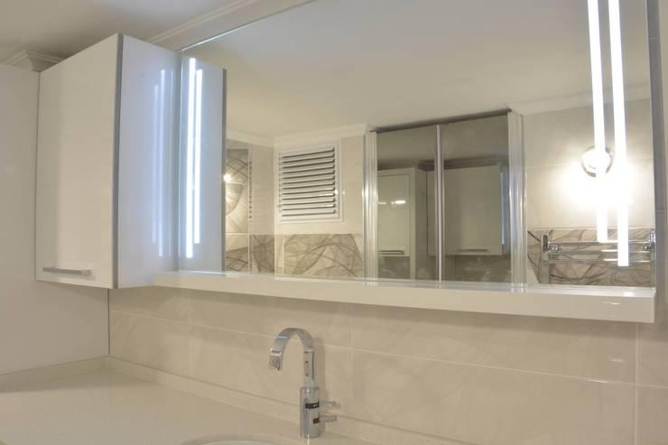 Minimalist style bathroom by ACS Mimarlık Minimalist