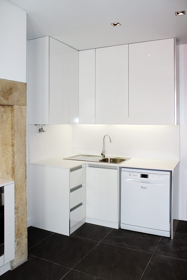 Apartamento em Lisboa : Cozinhas  por Archimais ,Minimalista