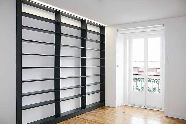 Apartamento em Lisboa : Escritórios e Espaços de trabalho  por Archimais ,Minimalista