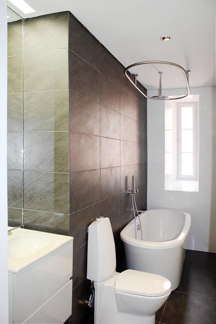 Apartamento em Lisboa : Casas de banho  por Archimais ,Minimalista