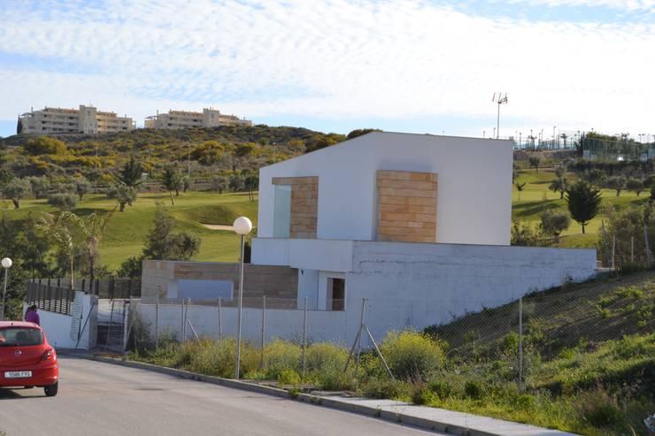 Vivienda Mijas I: Casas de estilo  por Complot Arquitectos