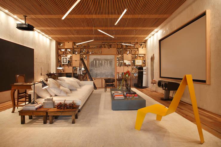 Estar com Cinema Casa Cor 2014: Salas de estar modernas por BC Arquitetos