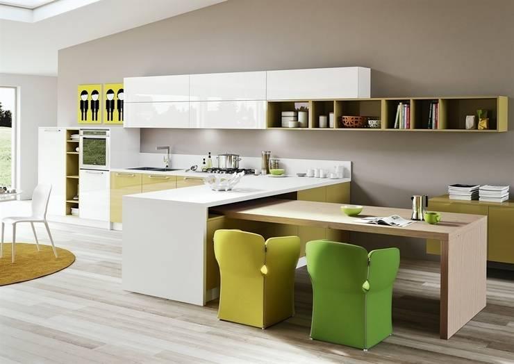 Cucina moderna con frontali lucidi: Cucina in stile  di Outletarreda di A. Boz