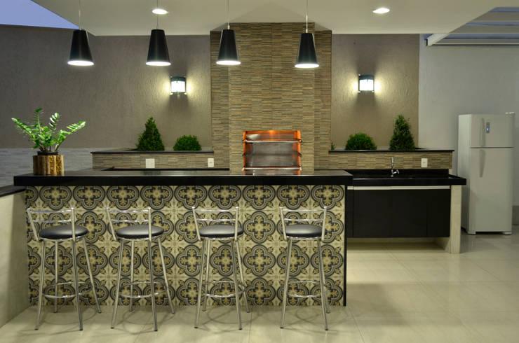 Área Externa: Cozinhas modernas por Impelizieri Arquitetura