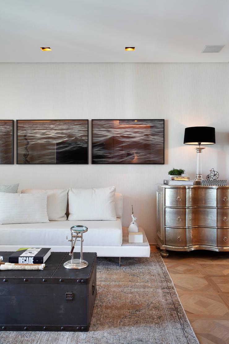 SUÍTE DO EXECUTIVO CASA COR 2013: Salas de estar  por BC Arquitetos