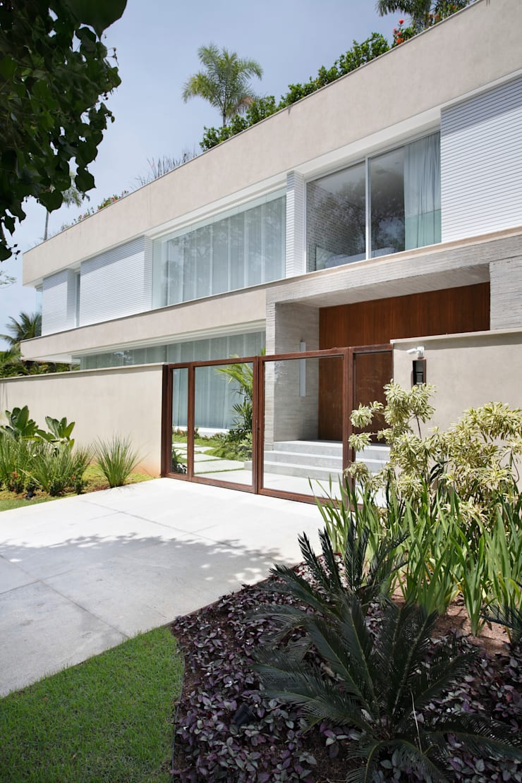 RESIDÊNCIA RP WIMBLEDON: Casas modernas por BC Arquitetos