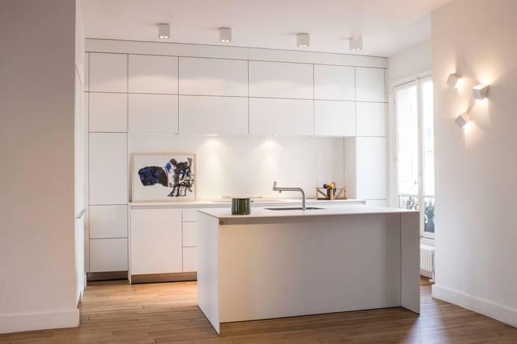 Projekty,  Kuchnia zaprojektowane przez MATHILDE BRETILLOT CREATIONS