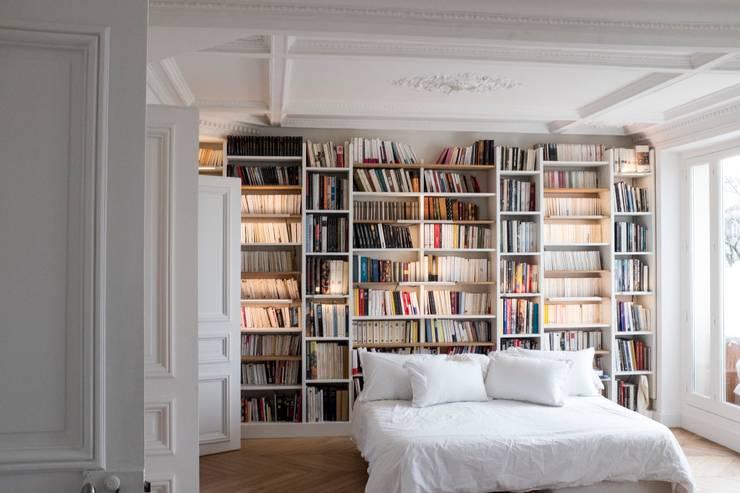 Chambre: Chambre de style de style Moderne par MATHILDE BRETILLOT CREATIONS