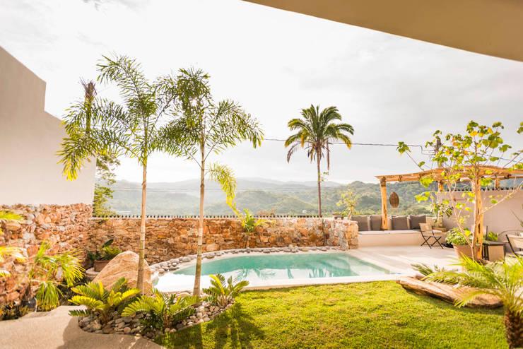 Piscinas tropicais por Oliver arquitectos