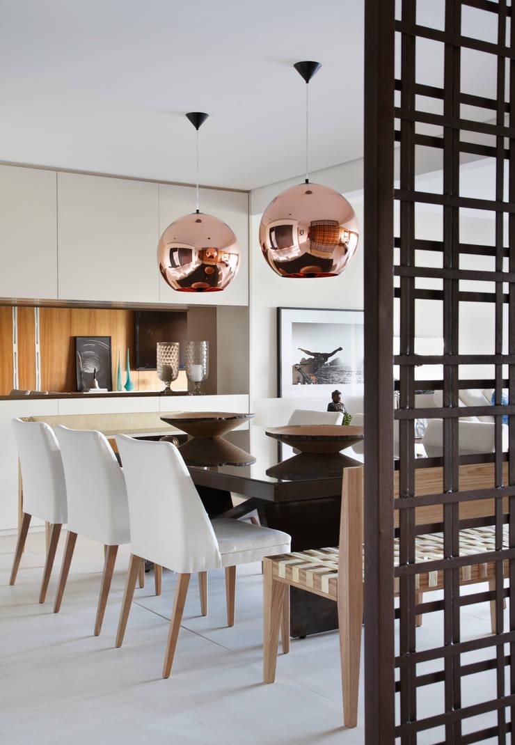 RESIDÊNCIA JP GOLDEN GREEN: Salas de jantar  por BC Arquitetos