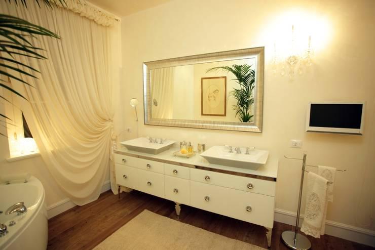 Projekty,  Łazienka zaprojektowane przez Mobili Donda