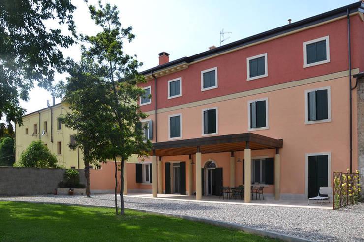 Restauro Residenza SG: Case in stile In stile Country di Studio Architettura Tre A