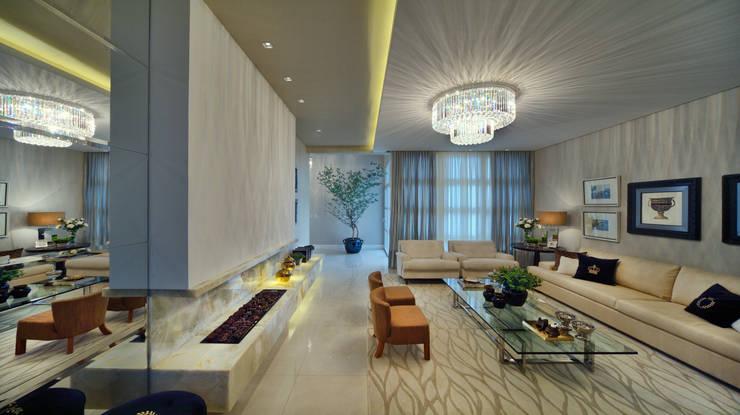 Casa Golden: Salas de estar clássicas por E3 ARQUITETURA