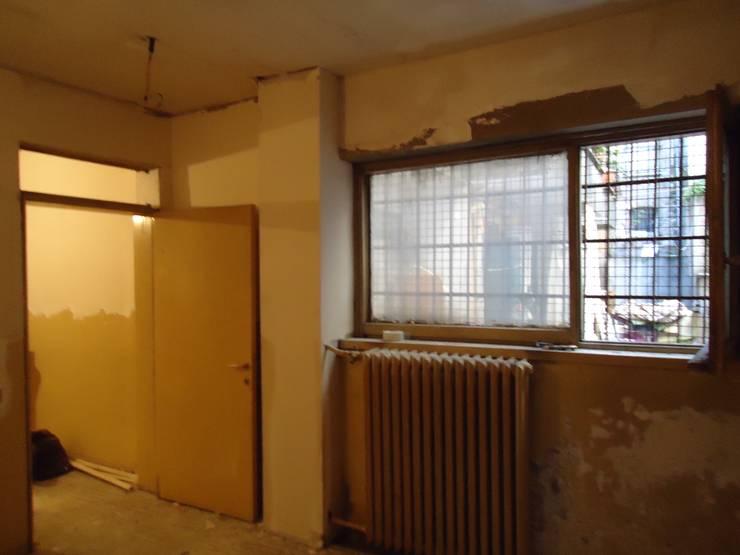 Aykuthall Architectural Interiors – Terasa Açılan Duvar Eski Hali:  tarz