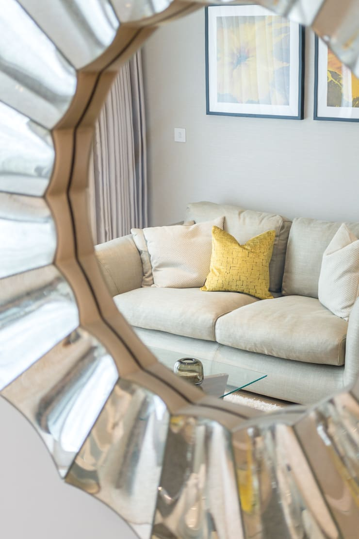 Majestic mirror Salones de estilo moderno de In:Style Direct Moderno