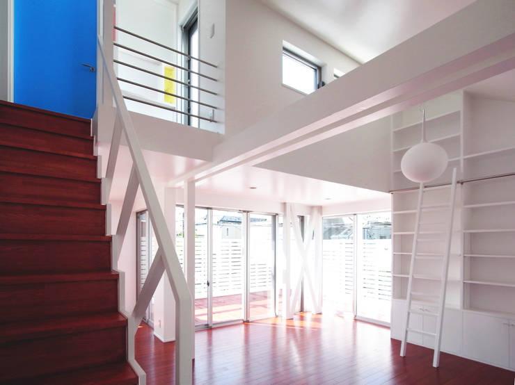 ห้องนั่งเล่น by ユミラ建築設計室