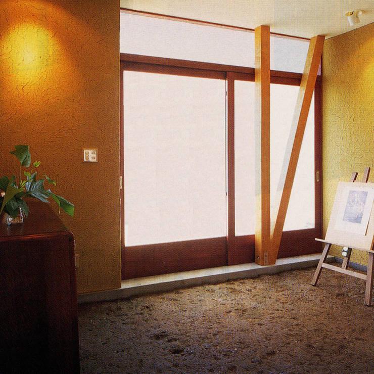 土間でサンマの焼ける家: ユミラ建築設計室が手掛けた壁です。