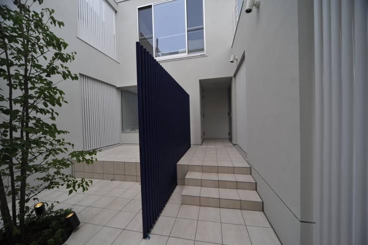 谷津の家 豊かな陽ざしにも関わらず、プライバシーに気を遣わなくてすむ家 モダンな 家 の アトリエ24一級建築士事務所 モダン