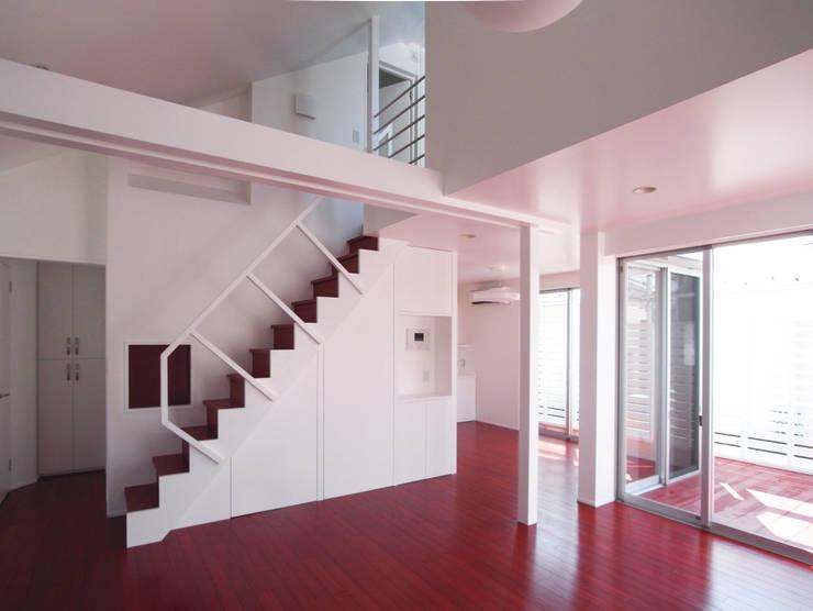 音楽家の家「Casa Felice」 モダンデザインの リビング の ユミラ建築設計室 モダン
