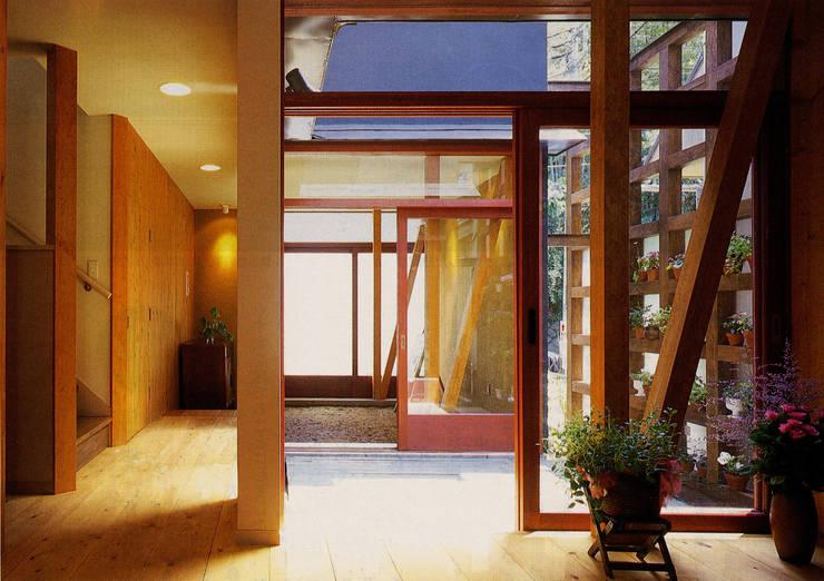 土間でサンマの焼ける家: ユミラ建築設計室が手掛けたテラス・ベランダです。
