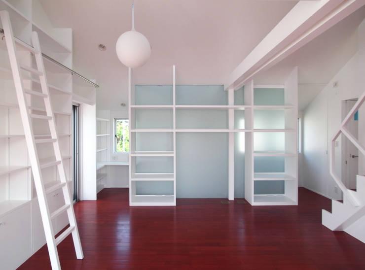 音楽家の家「Casa Felice」: ユミラ建築設計室が手掛けたリビングです。