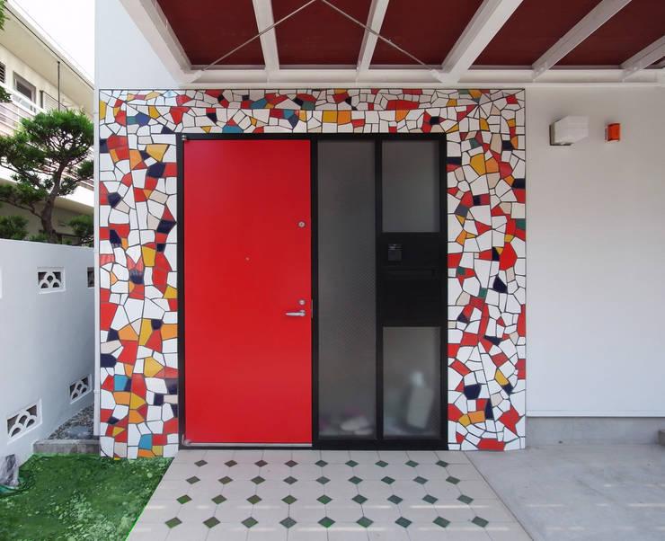 音楽家の家「Casa Felice」: ユミラ建築設計室が手掛けた窓です。
