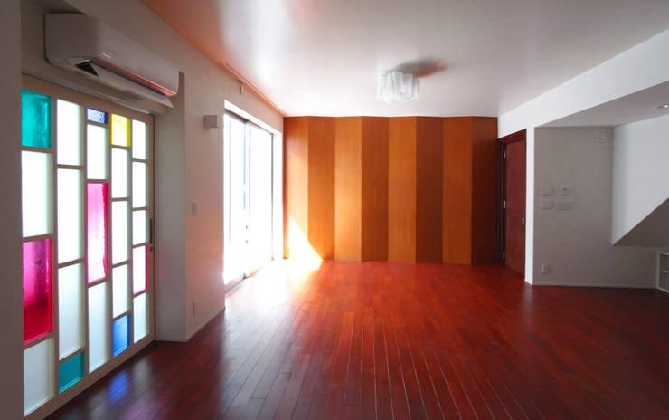 音楽家の家「Casa Felice」 モダンデザインの 多目的室 の ユミラ建築設計室 モダン