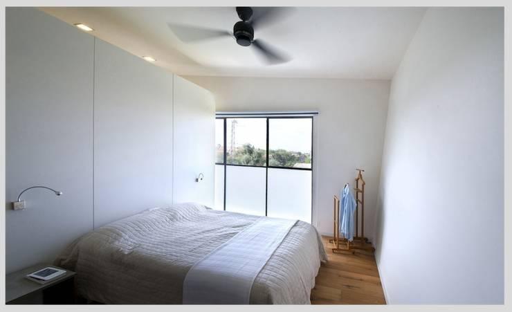 Casa Neuman: Dormitorios de estilo moderno de Capital Conceptual