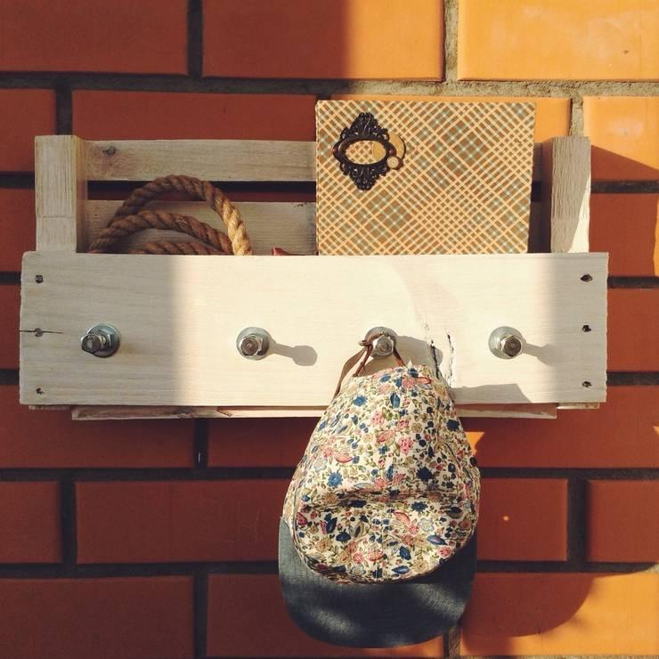 Вешалка для одежды: Гардеробная в . Автор – 11 Reasons