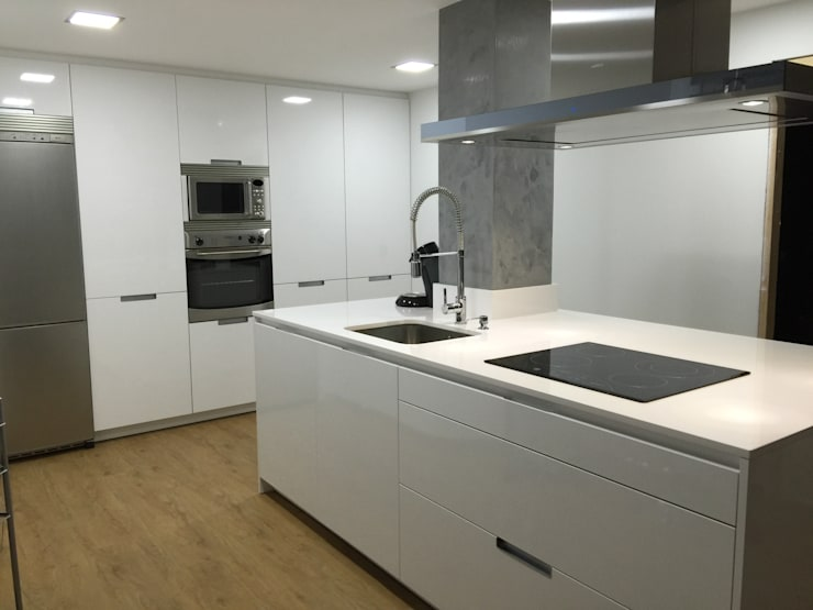 Cucina in stile in stile Moderno di Lumber Cocinas