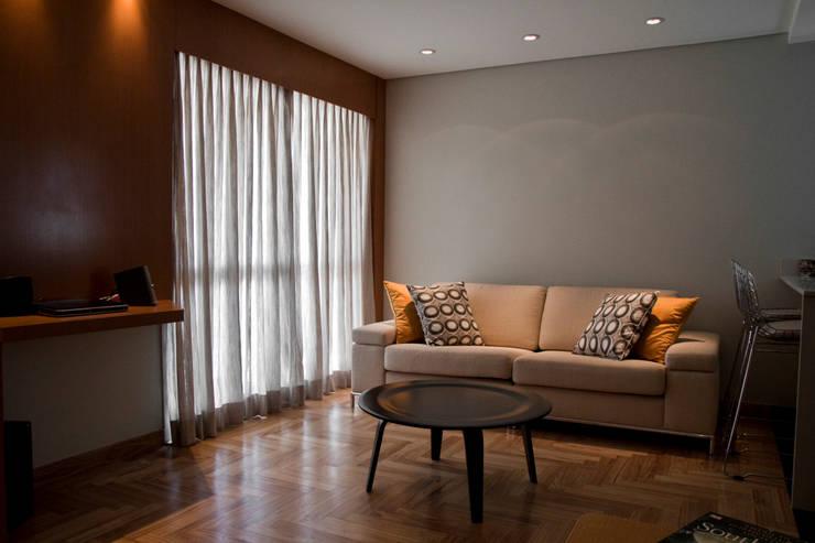 LIVING: Salas de estar  por Spazhio Croce Interiores