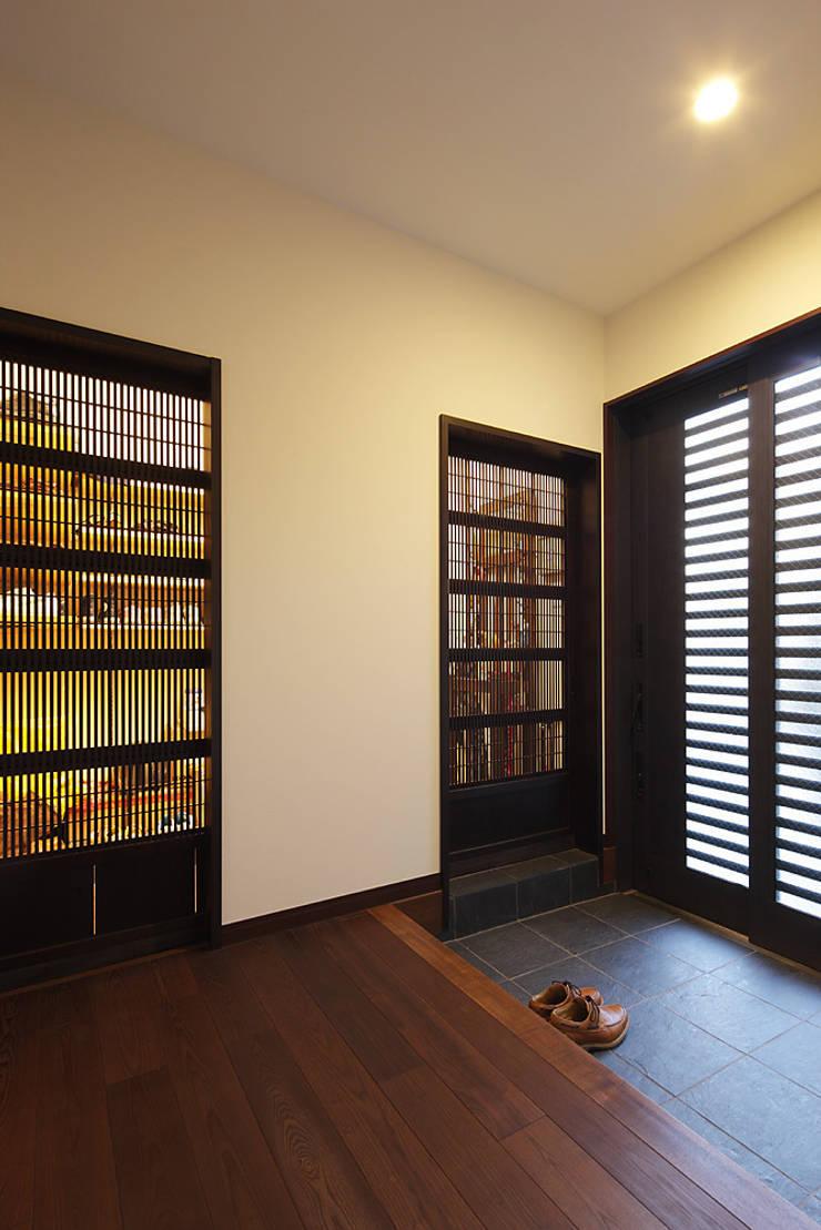 古民家な家: 有限会社タクト設計事務所が手掛けた窓です。,和風