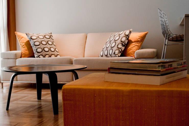 Apartamento jovem solteira Vila Madalena: Salas de jantar  por Spazhio Croce Interiores