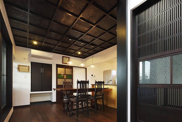 古民家な家: 有限会社タクト設計事務所が手掛けたダイニングです。,和風