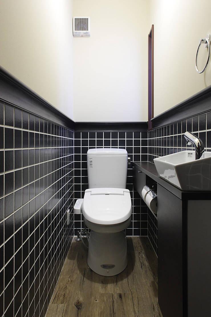 古民家な家: 有限会社タクト設計事務所が手掛けた浴室です。,和風