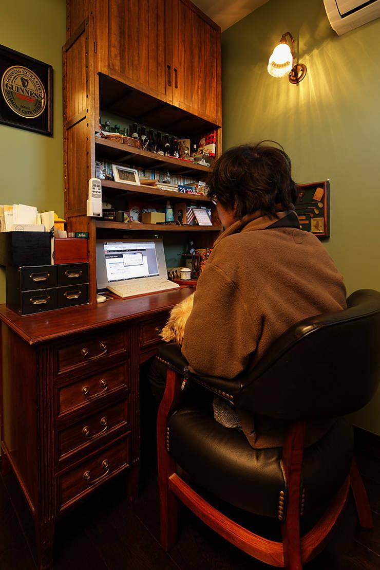 古民家な家: 有限会社タクト設計事務所が手掛けた書斎です。,和風