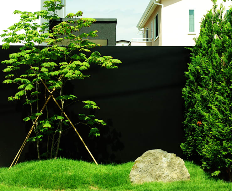 garden M2: 山越健造デザインスタジオ Kenzo Yamakoshi Design Studioが手掛けた庭です。
