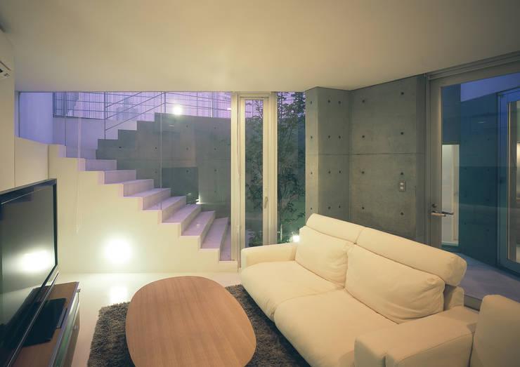 宇宿の住宅: アトリエ環 建築設計事務所が手掛けたリビングです。