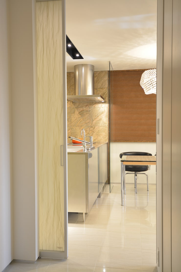 アフター写真2階廊下: 依田英和建築設計舎が手掛けたです。